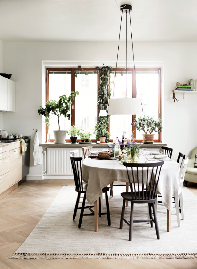 Hemma-hos-nirvan-richter-norrvgavel-kok-koksbord-matplats-vaxter-dukning-inspiration