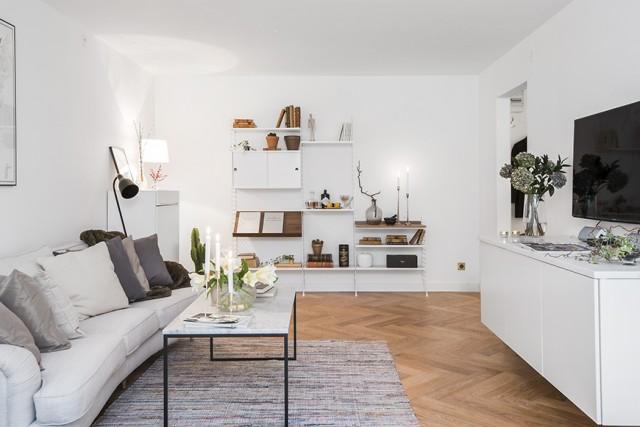 Lägenhet med fina detaljer av marmor och mässing