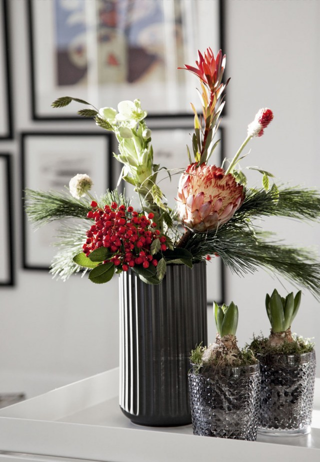 sort-lyngby-vase-blomster-jul-LyctjQc9Wdk50ydsbIBfAw