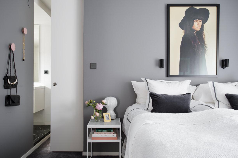 Inredningshj lpen sanna fischer nordstr m flyttar ut - Parete grigia camera da letto ...