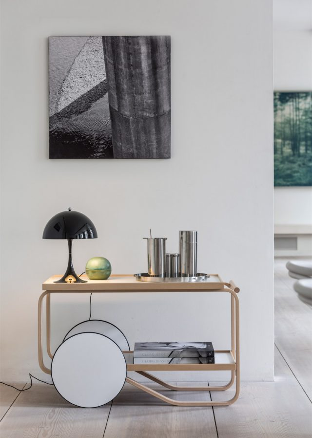 panthella-mini-verner-panton-louis-poulsen-lamp-lighting-design-furniture_dezeen_936_3