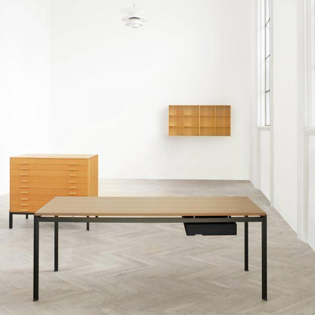 poul-kjaerholm-pk52-professor-desk-oak-drawer-tables-carl-hansen-son_dezeen_936_6