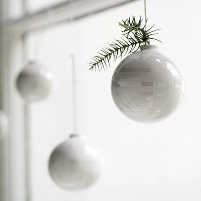 omaggio_christmas_baubles_closeup