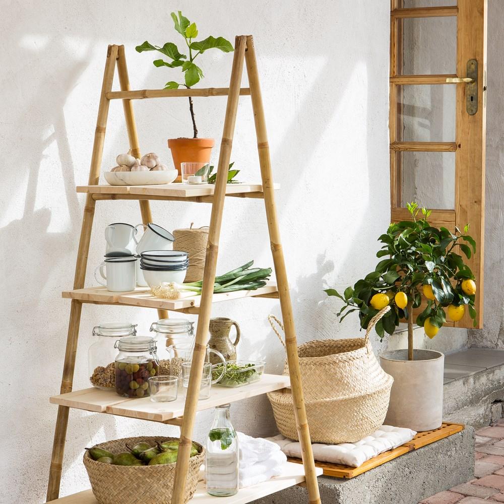 Möbler av rotting och bambu