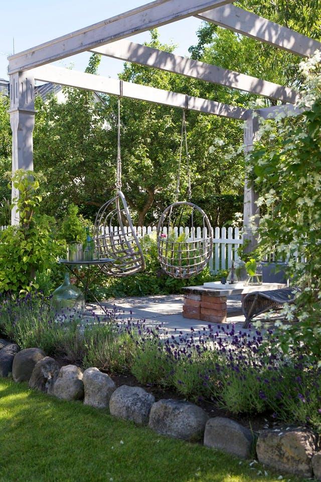 Skapa förändring i trädgården med marksten (reklam)