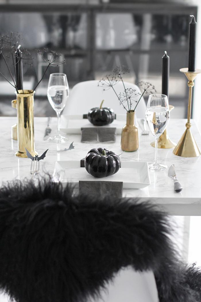 Halloween-table-setting