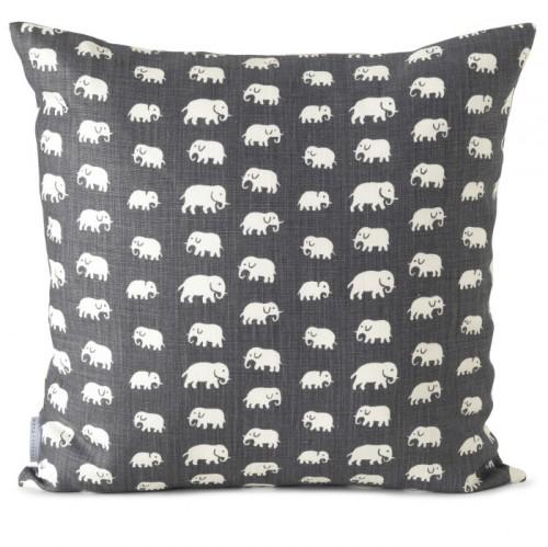 svenskt-tenn-elefant-kudde-e1410893214206