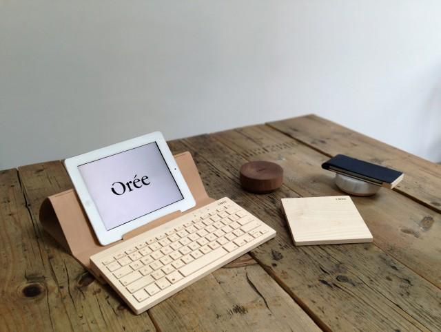 GAMME-Oree-070414-Housse-pupitre-en-cuir-et-clavier-Orée-erable-carré-tactile-trackpad-multi-touch-galet-de-chargement-Orée-bois-massif-ou-marbre-etui-iPhone-5-Orée