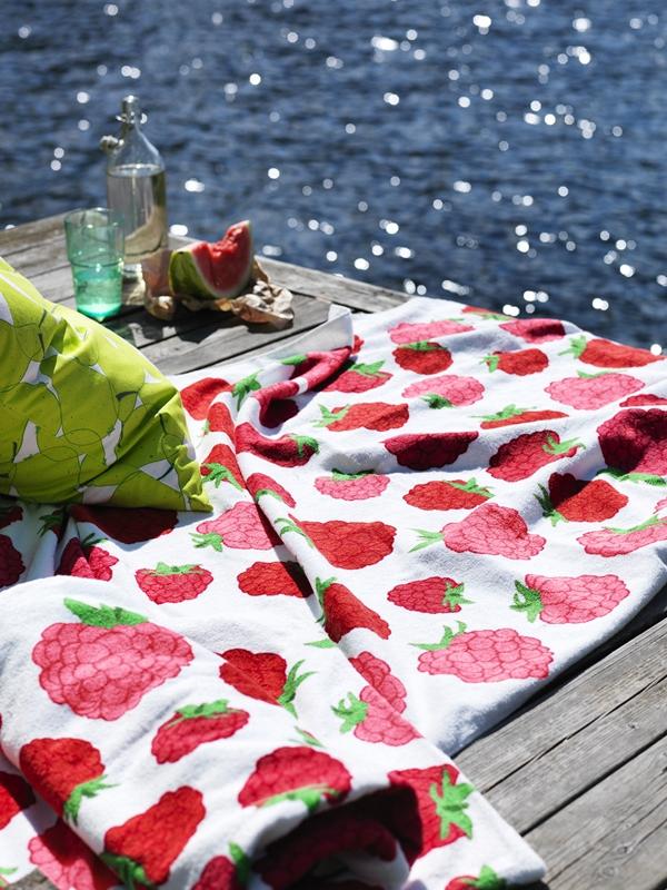 ikea-sommaren-2015-jordgubb-filt