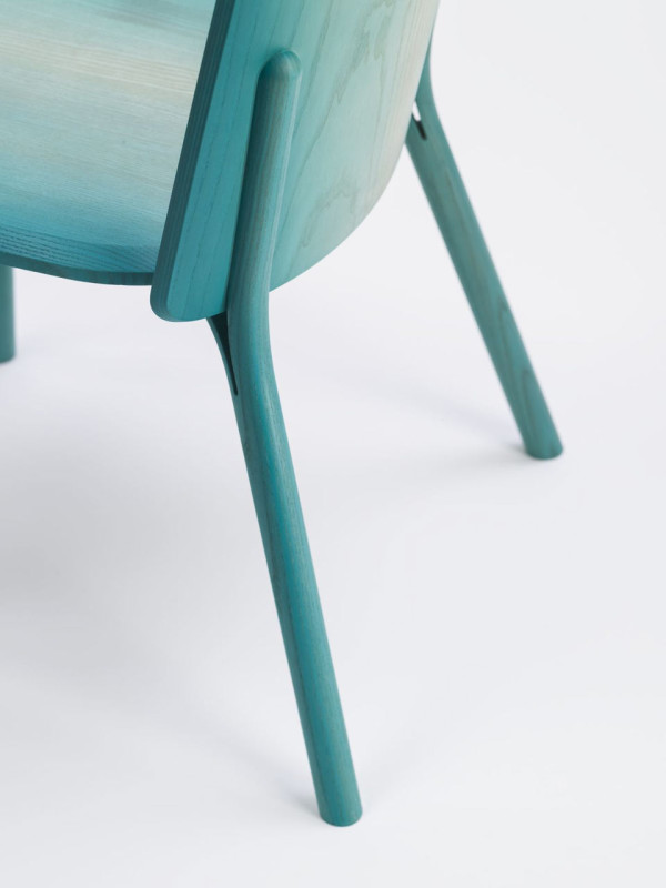 Split-chair-gradient-Arik-Levy-Ton-4-600x800