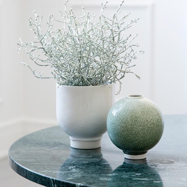kahler-unico-urtpotte-hvid-vase-mosgroen