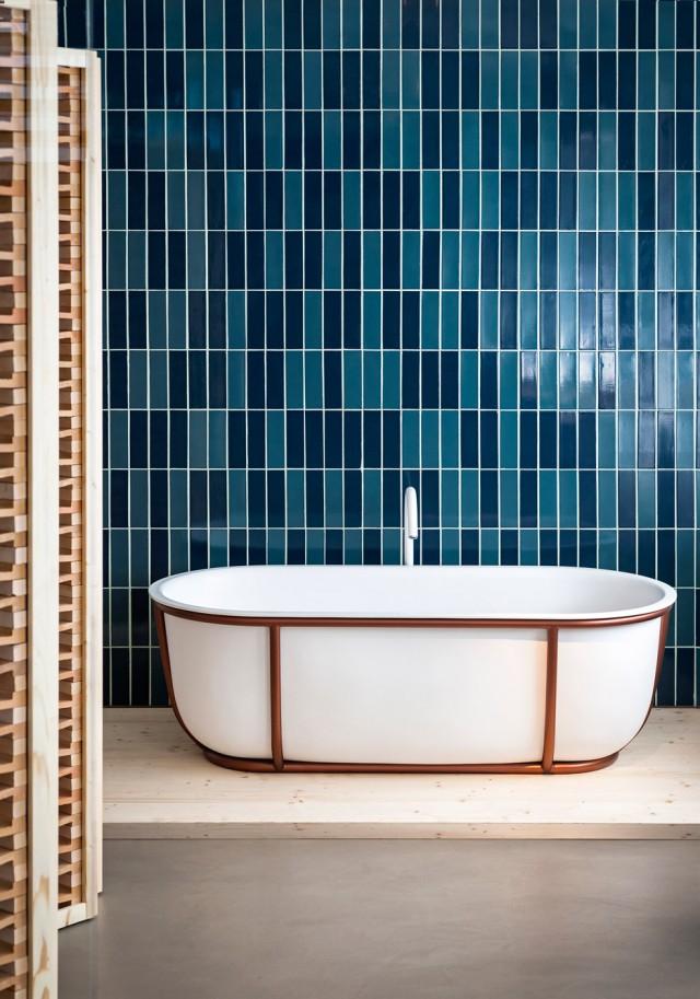 patricia-urquiola-cuna-larian-bathtubs-agape_dezeen_936_0-2