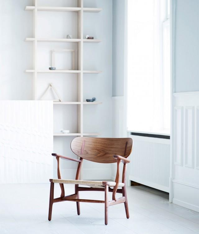 carl-hansen-son-hans-j-wegner-ch22-lounge-chair_dezeen_936_6