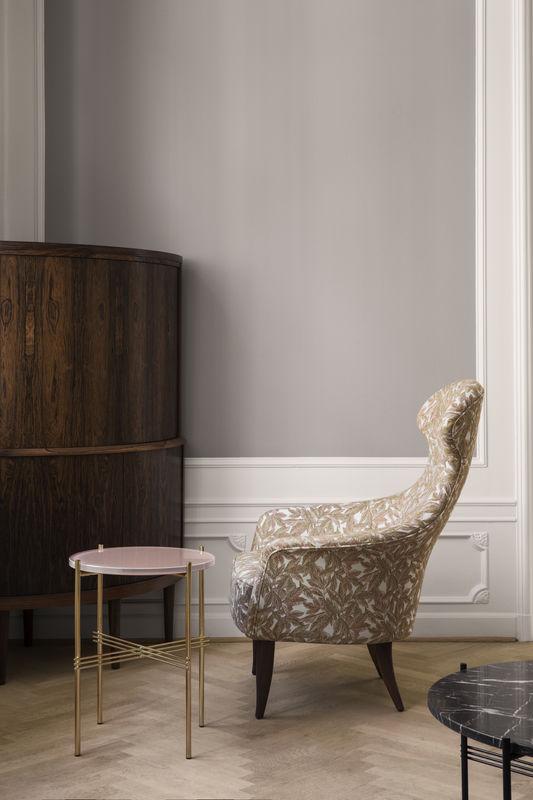 eva-chair-backhausen-blattergarten-mc740a07_ts-table-o40-vintage-red-glass-800x800
