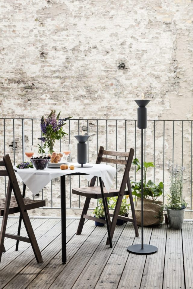 xpoppy_black-grey_skinny_table_and_long_balcony-low_res_photo-chris_tonnesen-934x1400-1-jpg-pagespeed-ic-isd41pzavk