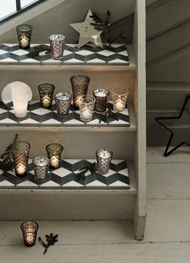 facet-glasses-and-mirrored-stars-on-new-tiles_low
