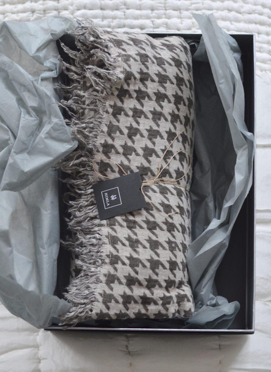 82f2271ea17 Jag har ju berättat och pekat på att mullvadsgrått är trendigt som bara  den, och just så är denna fina församling av textiler i sammet, linne och  ull, ...