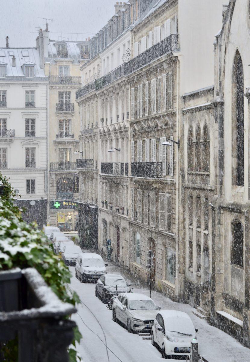 Woke up to snow in Paris
